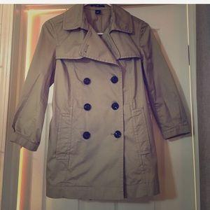 Gap tan 3/4 sleeve trench coat